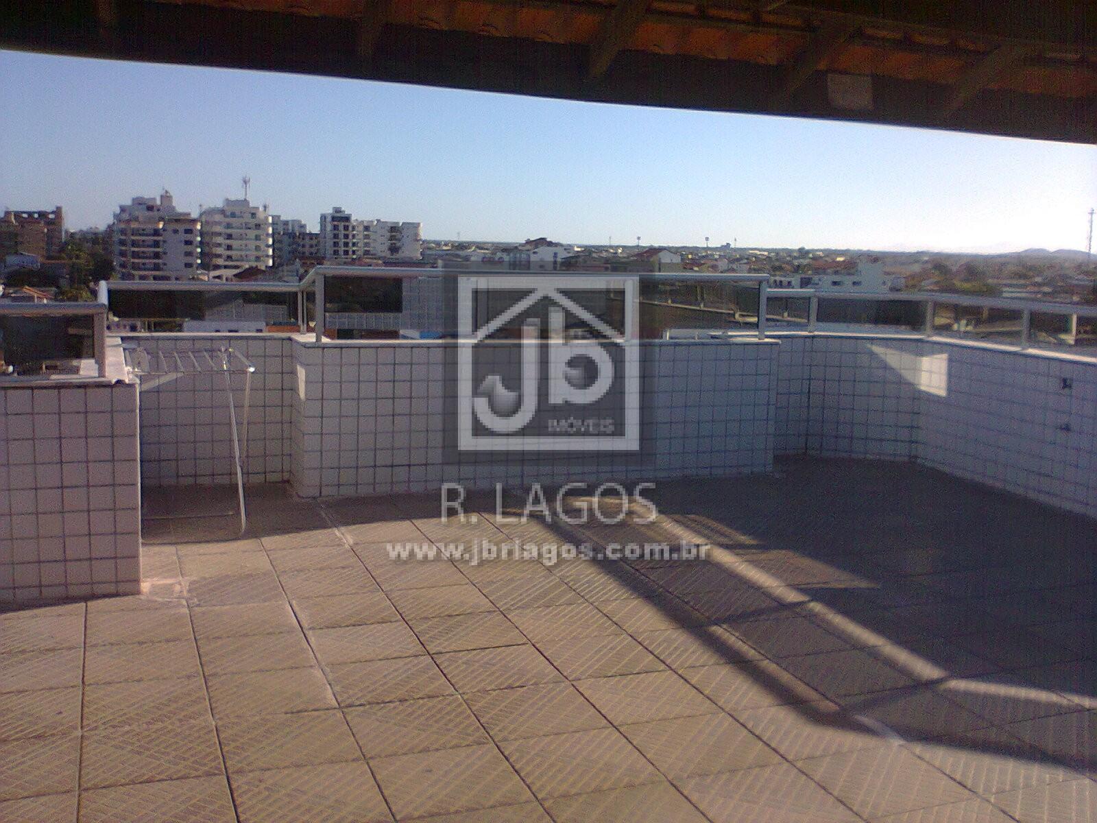 Ampla cobertura de 275 m², área nobre, a pé para a Praia e Centro, com dependência de empregada e terraço