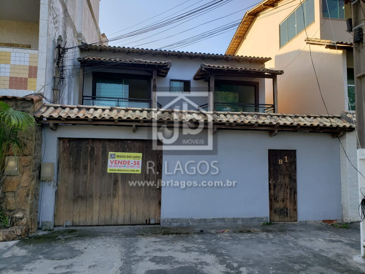 Casa de condomínio, porém independente, frente de rua, a pé para a Lagoa das Palmeiras e Shopping