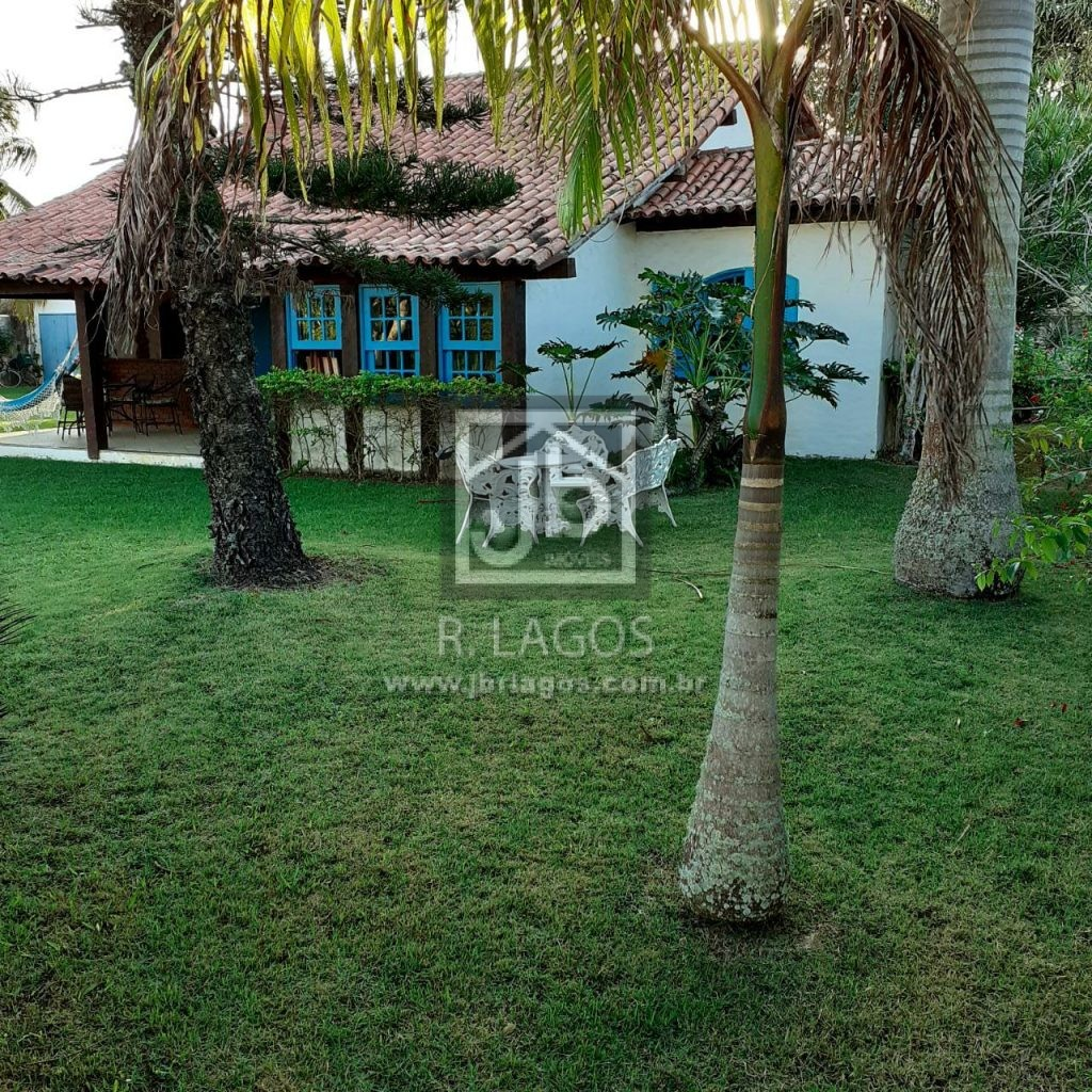 Casa independente e linear , em maravilhoso terreno gramado de 1.200 m²
