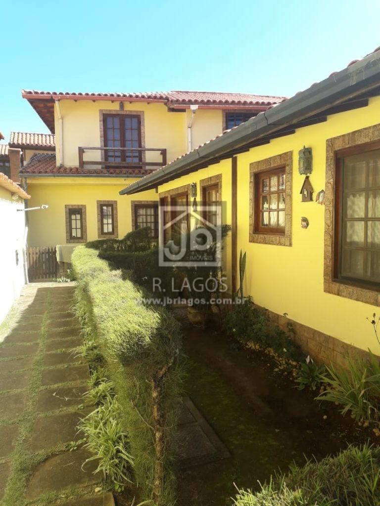 Casa na rua da Praia do Peró com porteira fechada, na segurança de um charmoso condomínio