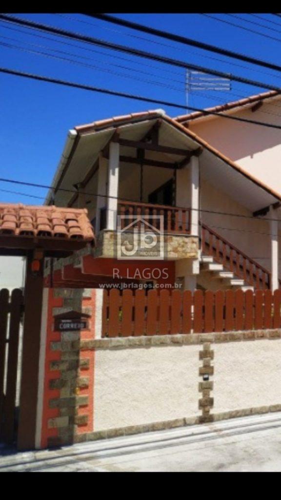 Casa linear a 500 m da Praia do Peró, na segurança de charmoso condomínio