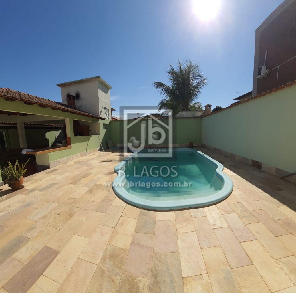 Casa independente e linear, com piscina e área gourmet, para locação fixa