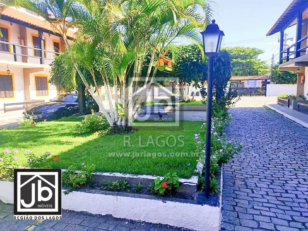 Casa térrea e mobiliada na praça do Peró a 100m da Praia