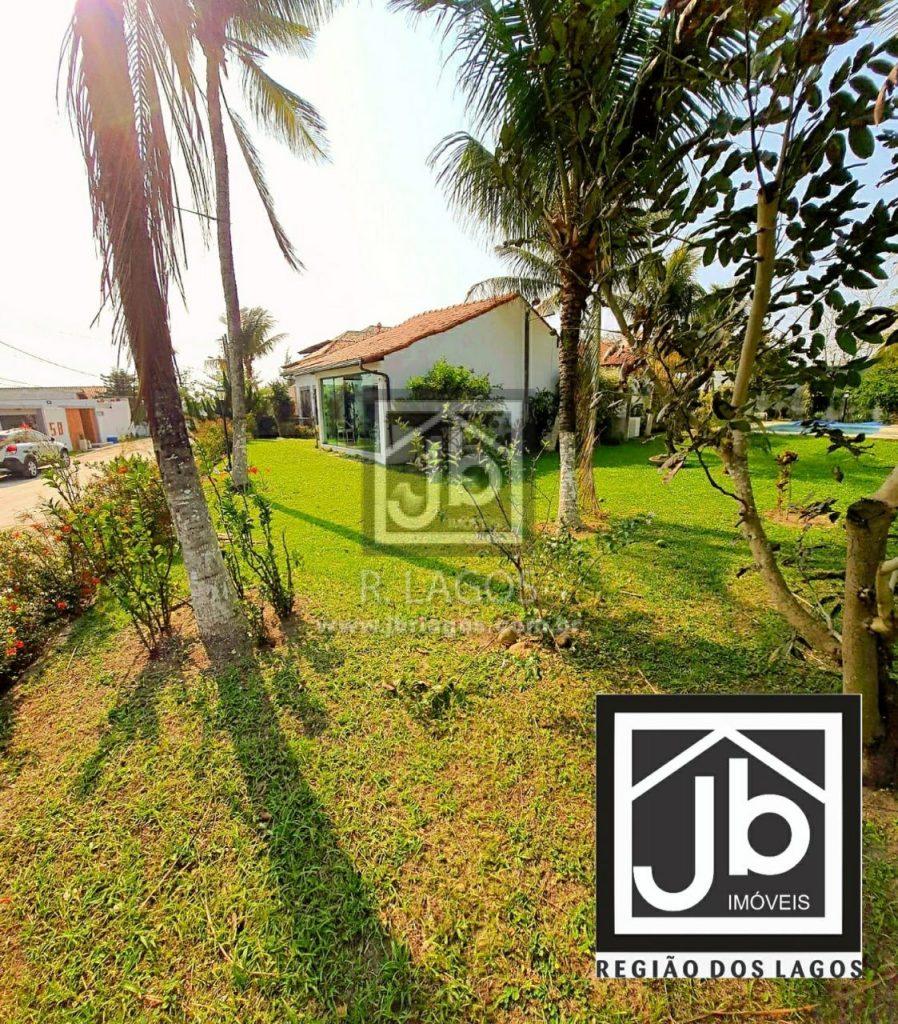 Casa linear de 1.100m² (3 lotes juntos!), em condomínio com praia particular